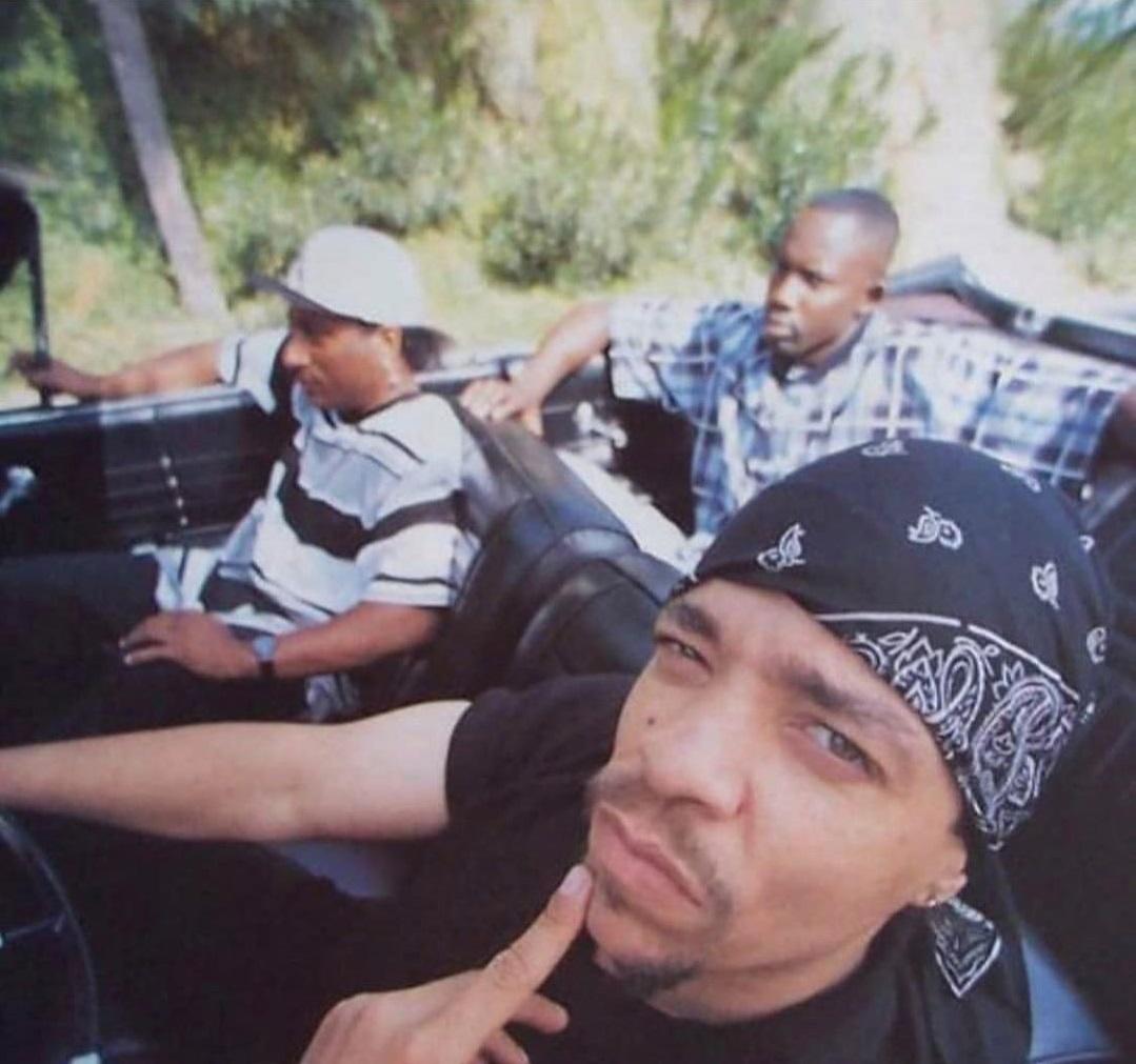 Ice-T вышел в парк с семьёй заняться спортом.