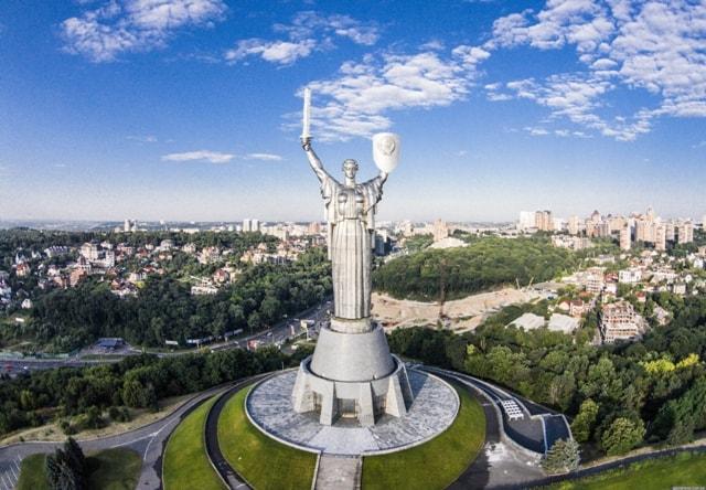 Уряд посилює обмеження для безпеки Українців.